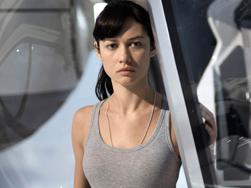 oblivion-movie-clip-julia-wakes-up-in-the-skytower